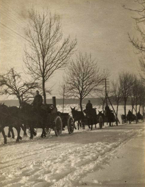 pulling army kitchen icy road in Germany 1919 wwimus