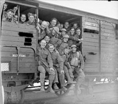 WW1 American troops in a 40and8 French boxcar