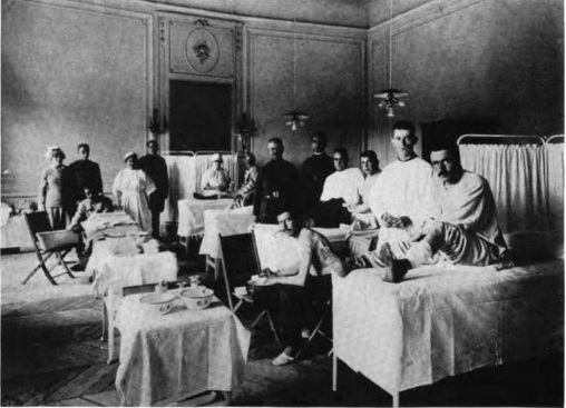 The dressing room at Hospital A of Base Hospital 32, with staff doughboy patients, circa 1918.