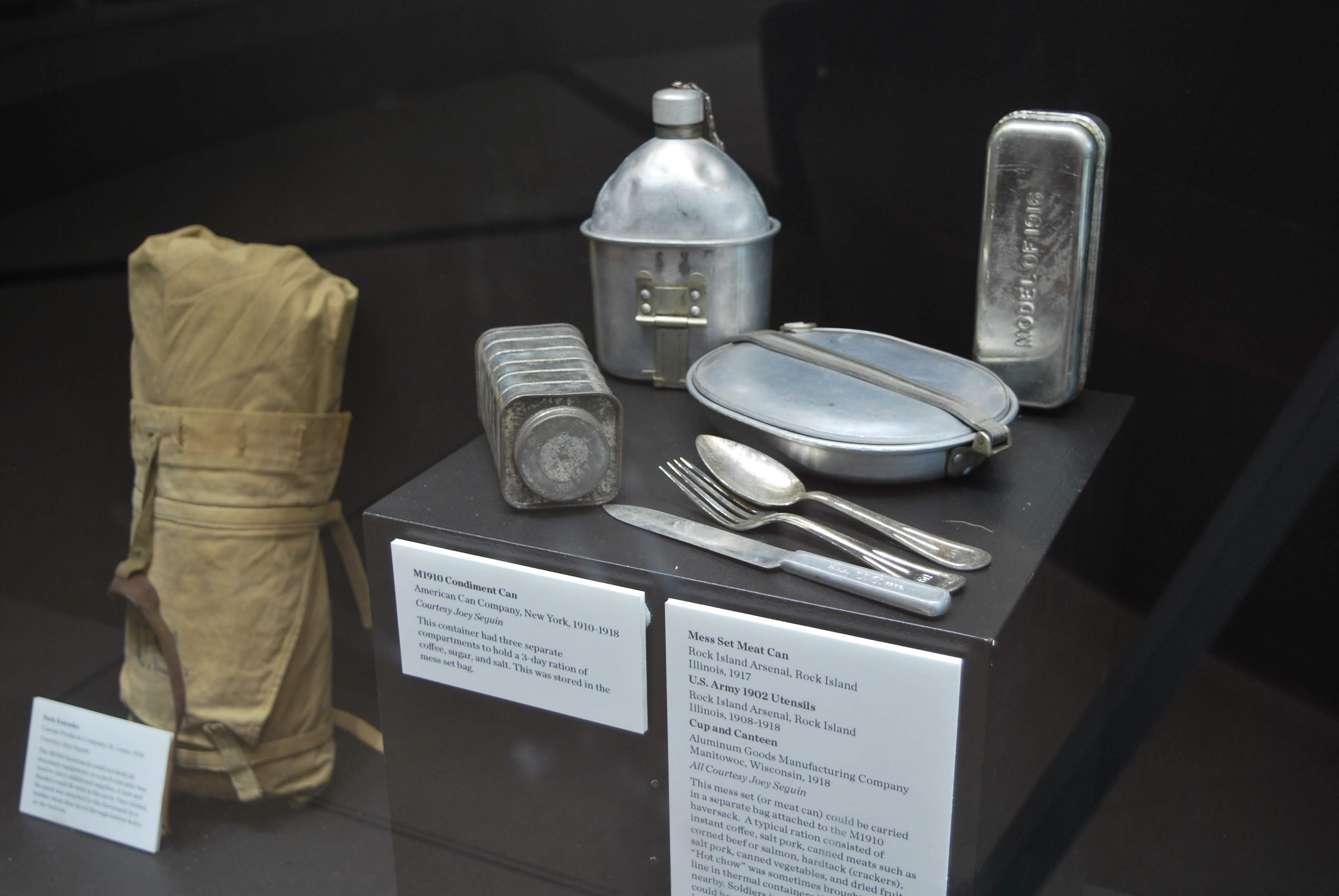 Picture of standard US army issue eating utensils and dishes