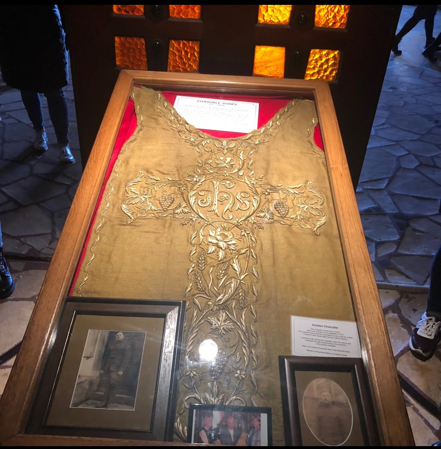 Chasuble Ossu with pix