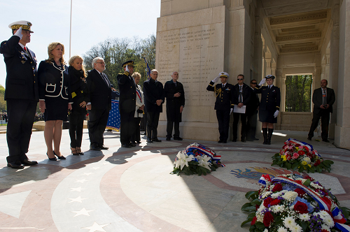 French and American officials lay wreaths at the Lafayette Escadrille Memorial 500
