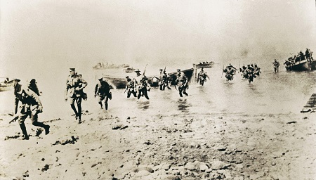 New Zealand troops landing at Gallipoli, 1915