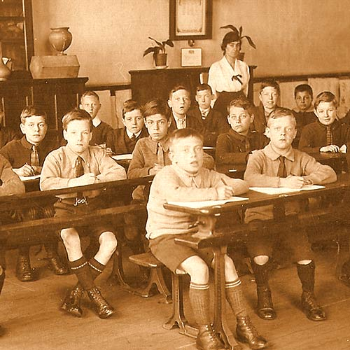 1919 Classroom 94% of American over 14 could read.
